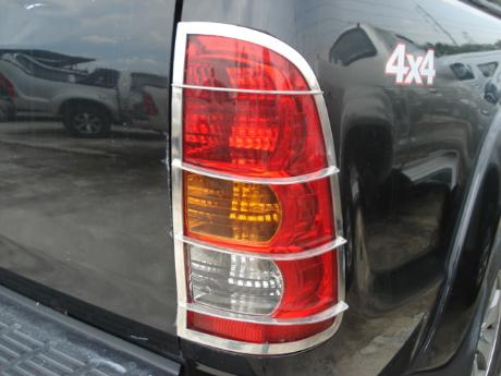 chrome grill rear lamp