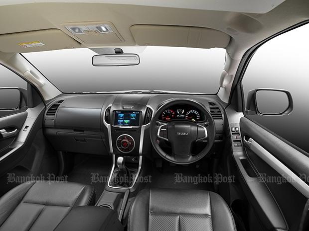 2016 Isuzu Dmax Double Cab front interior