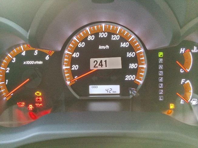 2014-Toyota-Hilux-Vigo-3000cc-Auto-4WD-digital-meter