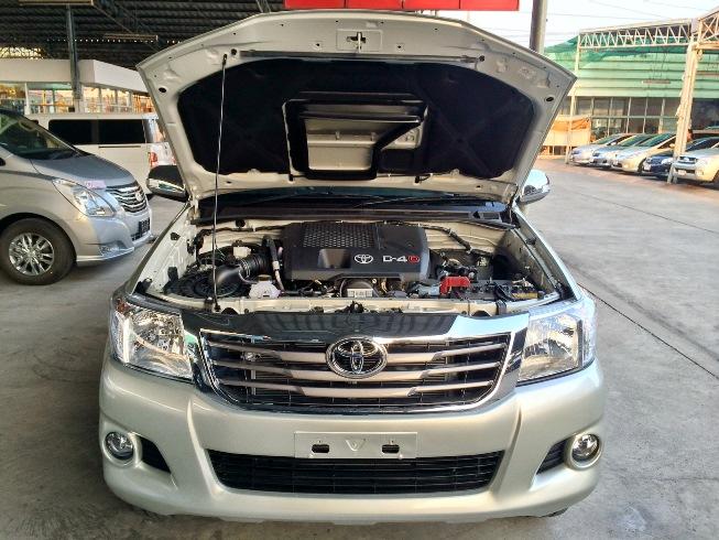 2014-Toyota-Hilux-Vigo-3000cc-Auto-4WD-engine