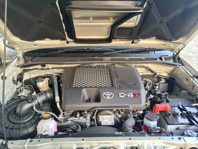 2014-Toyota-Hilux-Vigo-3000cc-Auto-4WD-engine2