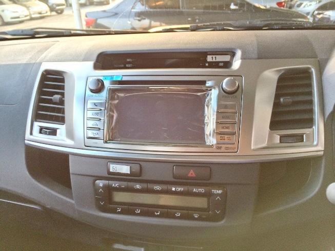 2014-Toyota-Hilux-Vigo-3000cc-Auto-4WD-instrument-cluster
