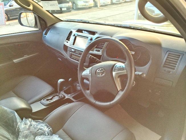 2014-Toyota-Hilux-Vigo-3000cc-Auto-4WD-int-front