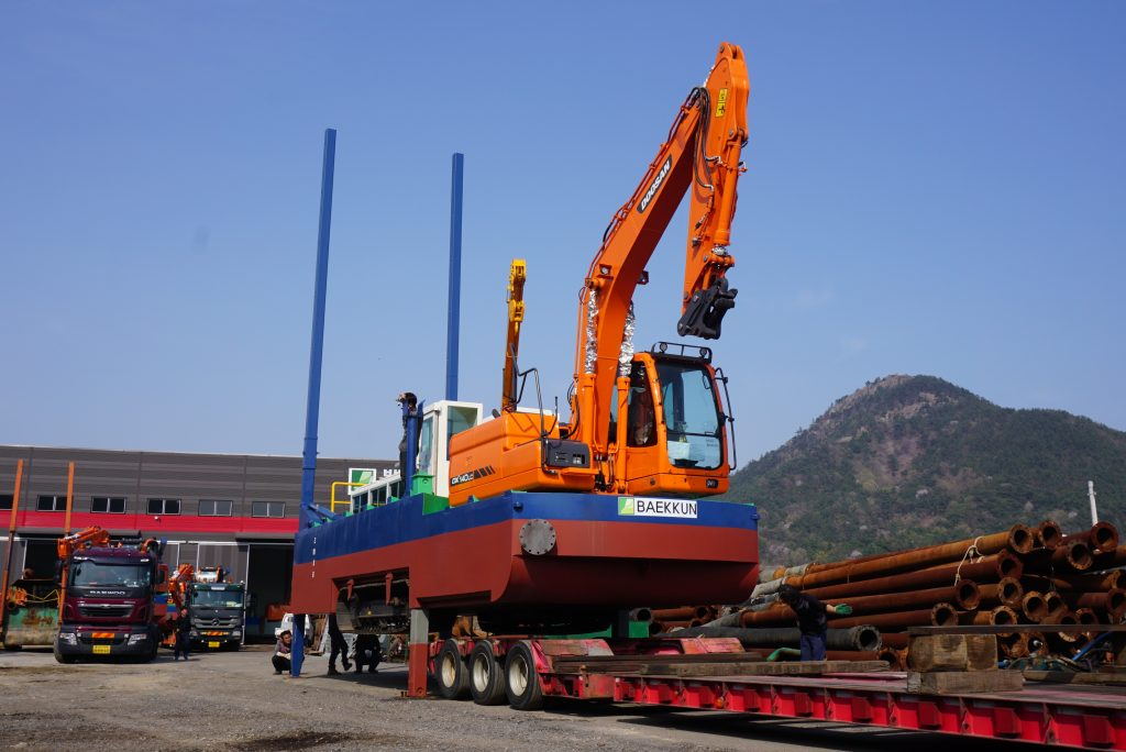 Dredging equipment continent on sale