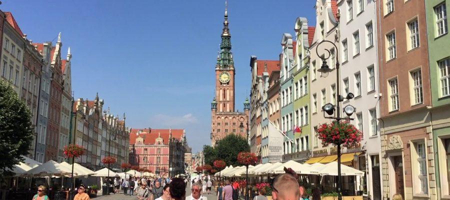 Dubai, Oman, Bahrain, United States, Canada and Europe Car Exporter Importer to Poland