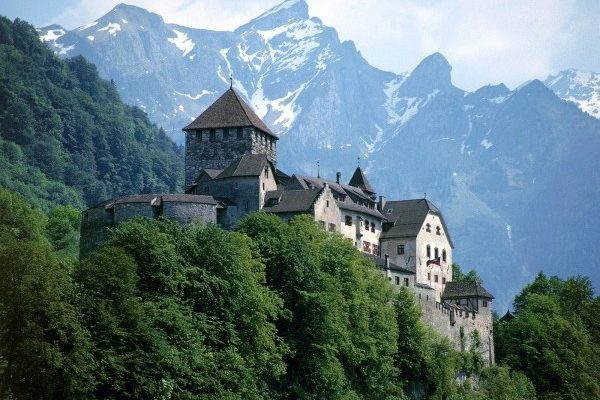 Dubai, Oman, Bahrain, United States, Canada and Europe Car Exporter Importer to Liechtenstein
