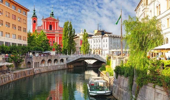 Dubai, Oman, Bahrain, United States, Canada and Europe Car Exporter Importer to Slovenia